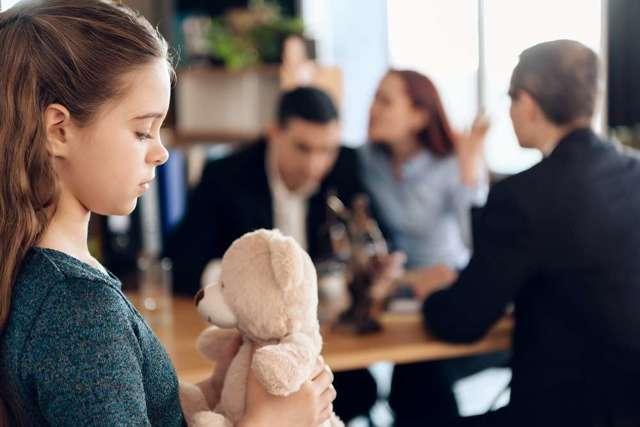 Как подать на алименты находясь в браке без развода