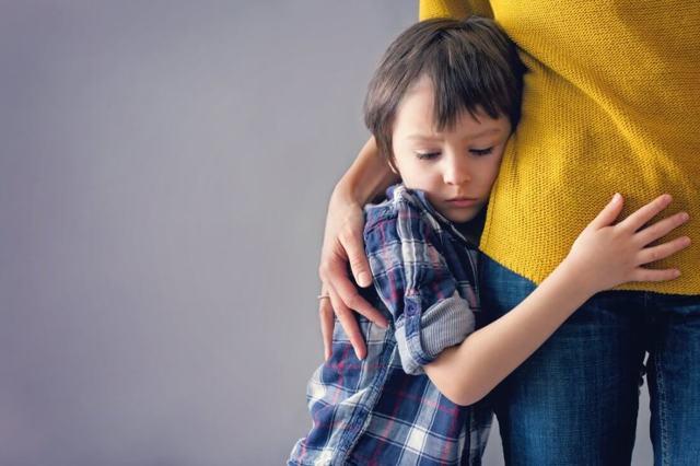 Отец не отдает ребенка матери что делать