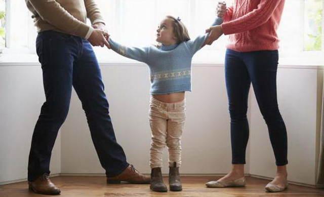 Пять причин, по которым ребенка после развода могут оставить с отцом