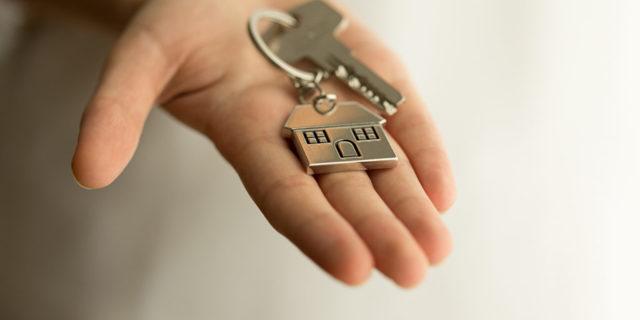 Можно ли оспорить дарственную на квартиру после смерти или при жизни дарителя