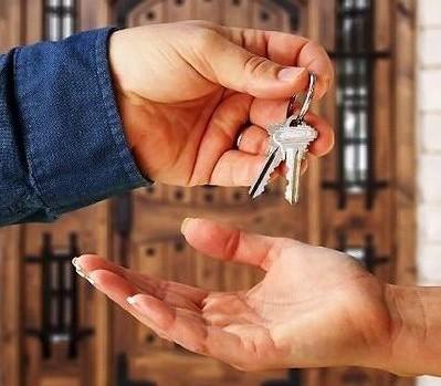 Как переоформить квартиру на другого человека